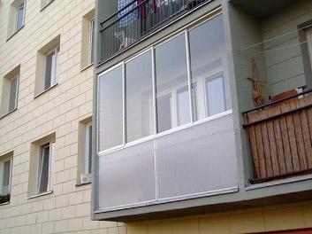 Zasklen� balkon� a lod�i� z polykarbon�tu