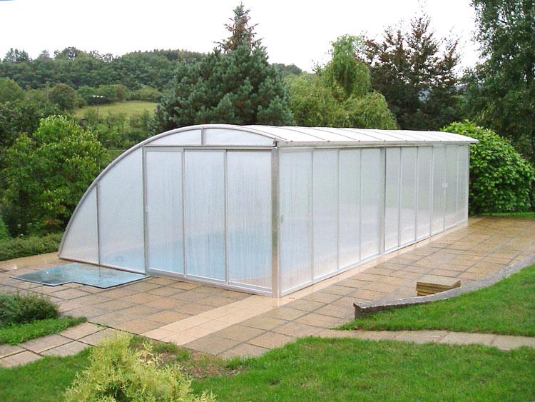 Pevné zastřešení bazénu sodsuvnými bočnicemi